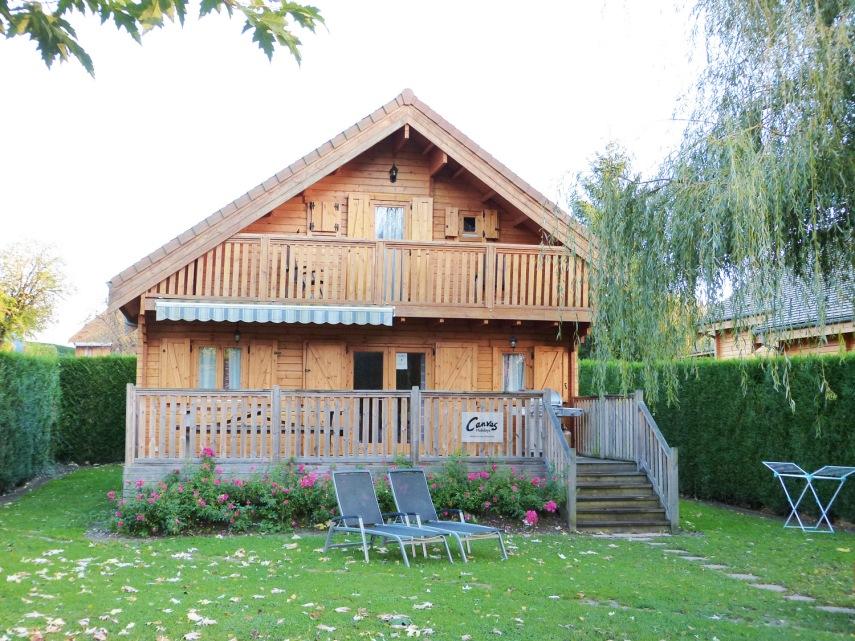 4 bed lakeside lodge