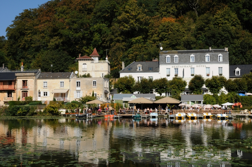 Pierrefonds cafe on water