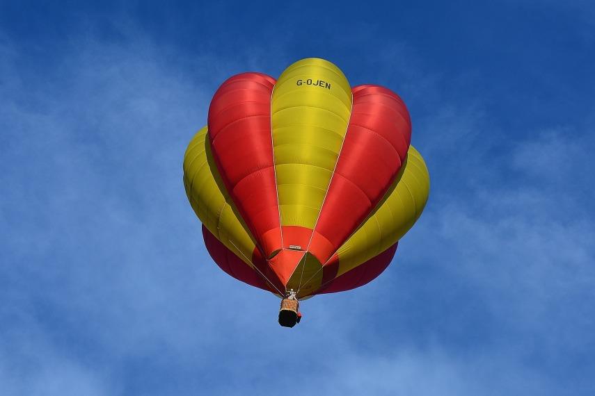 hot-air-balloon-911657_1920